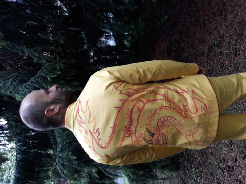 Sada kalhot (z dílny kolegyně) a kabátku s čínským malovaným drakem a zapínáním, malovala kamarádka